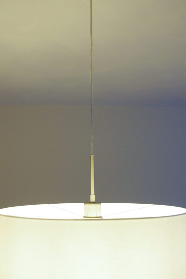 Hanglamp aan plafondbalk