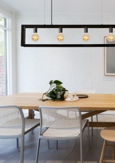 Zwarte Industriele Hanglamp met langwerpig grijs ijzer frame - Boven eettafel