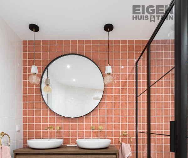 roze badkamer lampen